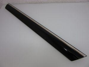 W220 REAR DOOR OUTSIDE LEDGE LH (USED)