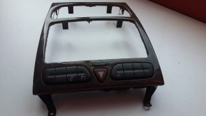 W203 COVER CENTER CONSOLE (USED)