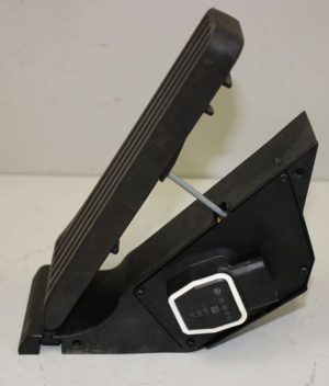 W204 GASPEDAL (USED)