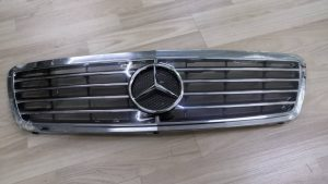 W203 GRILLE (USED)